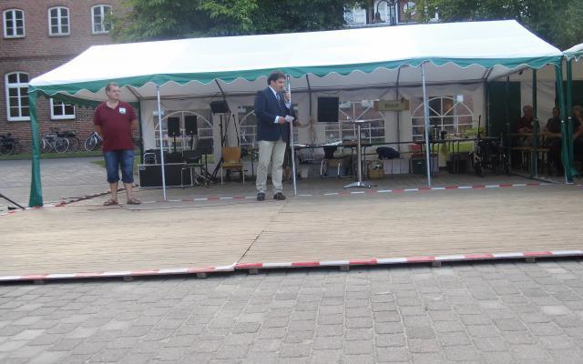Der Bürgermeister Axel Flader lobte die Arbeit der Dorfgemeinschaft Baven e.V.